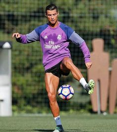 Latest photos of Cristiano Ronaldo Cr7 Ronaldo, Cristiano Ronaldo 7, Ronaldo Football, Ronaldo Real Madrid, Good Soccer Players, Best Football Players, Rugby Players, Messi, Ronaldo Pictures