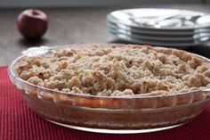 The spicy-sweet tastes of cinnamon and nutmeg turn ordinary apple streusel into a holiday favourite.