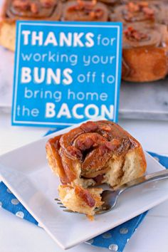 "Father's Day Recipe - Bacon Sticky Buns with a FREE Printable - ""THANKS for working your BUNS off to bring home the BACON""! clever fathers day gifts, fathers day fun, presents for fathers day Brunch Recipes, Breakfast Recipes, Top Recipes, Skinny Recipes, Brunch Ideas, Sweet Recipes, Yummy Recipes, Recipies, Father's Day Breakfast"