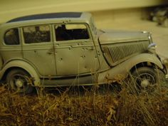 Scale Model Diorama of barn finds and junkyard cars and trucks in scale. Man Cave Room, Car Man Cave, Man Cave Bar, Bonnie And Clyde Death, Bonnie And Clyde Photos, Junkyard Cars, Car Part Furniture, Plastic Model Cars, Ford