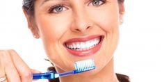 Já pensou em usar óleo de coco como pasta de dente?