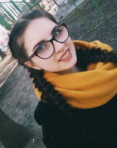 Nice Glasses, Girls With Glasses, Brunette Glasses, Beauty, Fashion, Moda, Fashion Styles, Beauty Illustration, Fashion Illustrations