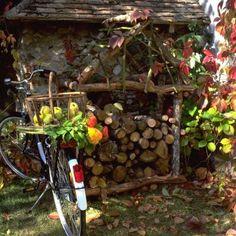 Une cabane pour stocker du bois // sehd, cabin, hut, wood, fireplace, garden