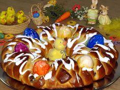 Osterkuchen Rezept: Ein dekorativer Osterkuchen mit Nussfüllung und Marzipan