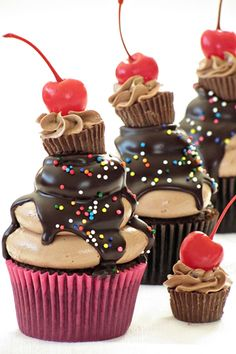 Peanut-Butter-and-Chocolate-Cupcakes_Bakers-Royale