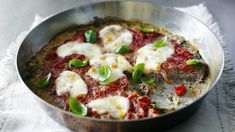 Meatzza - Fantastic flourless pizza by Nigella Lawson! One Pot Beef Recipe, Chutney, Meat Pizza, Beef Recipes, Healthy Recipes, Tuscan Recipes, Wheat Free Diet, Great Recipes, Favorite Recipes