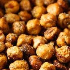 Healthy crunchy snack recipe Healthy Roasted Chickpea Snack from Skinnytaste, found @Edamam! Protien but less calories than nuts.      15 oz can chickpeas, drained     Olive oil spray     Salt     1 tsp chili pepper powder (to taste)     1 tsp cumin     1 tsp paprika     1 tsp coriander     1 tsp curry powder     1 tsp garlic powder Use what spices you like! Skinny Recipes, Vegetarian Recipes, Healthy Recipes, Snack Recipes, Appetizer Recipes, Cooking Recipes, Vegetarian Protein, Healthy Options, What's Cooking