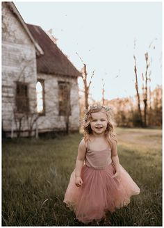 An Adorable Birthday Photoshoot with Mylar Balloons, Flower Crowns and Bubbles - Love Inc. MagLove Inc. Kids Birthday Photography, Toddler Photography, Girl Photography, Photography Outfits, Indoor Photography, Girl Pictures, Girl Photos, Family Pictures, Family Photo Sessions