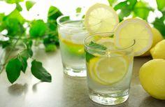 Acqua e limone al mattino: benefici e controindicazioni