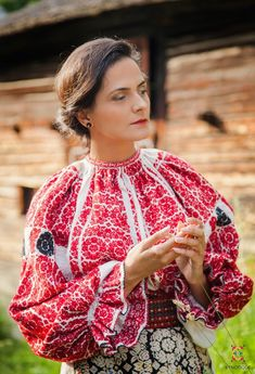 Costumul popular din zona Valcea Costumes Around The World, Folk Embroidery, Folk Costume, Peasant Blouse, Classy And Fabulous, Cool Costumes, Fashion Outfits, Embroidery Techniques, Hungary