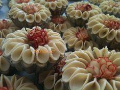 قاطو السليلات كما وعدتكم - منتديات الجلفة لكل الجزائريين و العرب Arabic Dessert, Arabic Sweets, Arabic Food, Turkish Cookies, Moroccan Desserts, Tunisian Food, Algerian Recipes, Mini Tart, Party Platters
