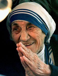 """""""No puedo hablar su lengua...pero puedo sonreir"""" Madre Teresa : St Teresa of…"""