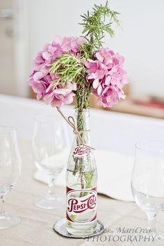 3 Splendid Cool Ideas: Tall Vases With Greenery geometric vases inspiration.Cut Crystal Vases old vases fun. Wooden Vase, Ceramic Vase, Vase Centerpieces, Vases Decor, Hydrangea Vase, Hydrangeas, Vase Transparent, Verre Design, Flower Arrangements Simple