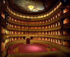 Intérieur du Teatro Rossini. Pesaro, Marches, Italie