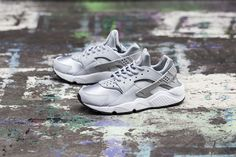 "Nike WMNS Air Huarache ""Wolf Grey"""