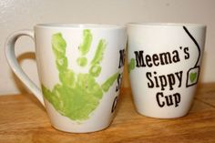 Hand print mugs! -One Sassy Housewife: DIY Mother's Day Mugs Diy Mother's Day Mugs, Diy Mugs, Mother's Day Diy, Baby Crafts, Cute Crafts, Diy For Kids, Crafts For Kids, Daycare Crafts, Daycare Ideas