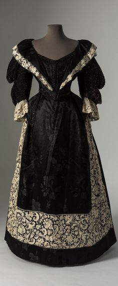 Black silk damask dress with trimmings of 17th century Venetian Gros Point needle lace, 1890s. Collection of Fashion Museum Bath (via @Fashion_Museum on Twitter).