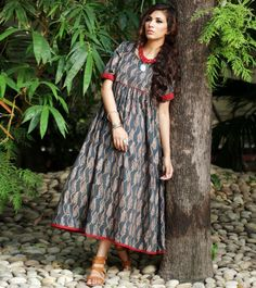 Having fabric cotton. The beautiful print work on the attire adds a sign of beauty statement to your look. Churidar Designs, Kurta Designs Women, Blouse Designs, Western Dresses, Indian Dresses, Indian Outfits, Saree Dress, I Dress, Stylish Dresses
