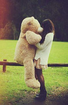 Girl holding a giant teddy bear in a grassy field during winter. Huge Teddy Bears, Giant Teddy Bear, Teddy Photos, Teddy Bear Pictures, Costco Bear, Bear Tumblr, Daddys Little Princess, Teddy Girl, Solo Photo