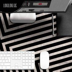 #viniloparamesas #viniloparaescrirtorios · Deoración de mesas de ordenador con diseños geométricos elegantes