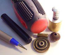 olive-rust-pendant-tools-sam_2824-418x314
