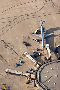 """dontrblgme:  MD-80 AERIAL PHOTOGRAPH IN DENVER, CO (via Aerials by Design)  """