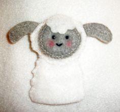Felt Lamb Finger Puppet. Finger Puppet pattern from Floral Blossom.