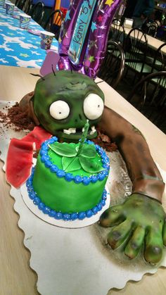Would you risk getting infected by a zombie to eat this cake? Zombie Birthday Cakes, Zombie Birthday Parties, Leo Birthday, Halloween Cakes, Halloween Kids, Kids Zombie Party, Zombies Vs, Plantas Versus Zombies, Pumpkin Decorating Contest