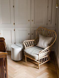 Is Wicker Furniture Right For You? What You Should Look For – Wicker Decor Wicker Couch, Wicker Headboard, Wicker Shelf, Wicker Bedroom, Wicker Table, Bedroom Chair, Wicker Furniture, Whicker Chair, Wicker Baskets