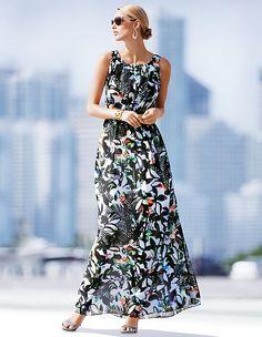Ein Maxikleid ist in dieser mein absoluter Stil Tipp für Frauen 50plus. Es lässt sich mit einem Blazer genauso gut kombinieren wie zu einer Lederjacke - Stil Tipps gibt es auf www.lady50plus.de