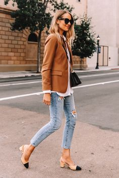Blazer Outfits Casual, White Shirt Outfits, Blazer Outfits For Women, Casual Blazer Women, Casual Jeans, Blazer Off White, Camel Blazer, Classy Outfits For Women, Clothes For Women