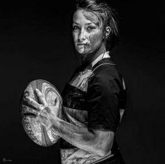Le rugby féminin vu par une galerie de portraits en noir et blanc, ça donne ça. Un superbe travail.