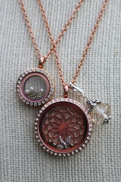 Love the new flower screen! You can make your locket so beautiful with these! This one is the South Hill Designs flower!