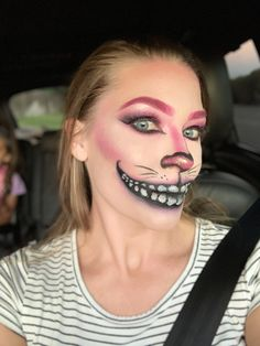 Cheshire Cat makeup Cheshire Cat Halloween Costume, Halloween Dress, Halloween Ghosts, Halloween Face Makeup, Cat Costumes, Halloween Costumes, Cheshire Cat Makeup, Contours, Makeup Looks