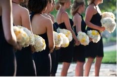 I want lots of bridesmaids! This is a pretty photo
