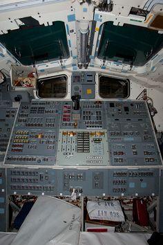 cockpit space shuttle