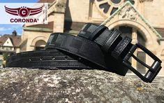 Der Ledergürtel Speedster mit knapp 34mm passt in alle Hosenlaschen und ist ein perfektes Accessoire für 2018. Pool Slides, Belt, Fashion, Accessories, Fashion Jewelry, Scarves, Handbags, Belts, Moda