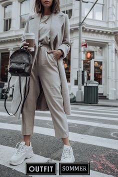 Looking for the latest street style outfits? Here are 25 street style outfits that looks stylish and fashionable in every way! Nyc Fashion, Winter Fashion Outfits, Look Fashion, Fall Outfits, Autumn Fashion, Fashion Ideas, Womens Fashion, Fashion Shoes, Summer Outfits