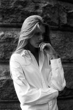 classic white boyfriend shirt and hair Parisienne Chic, Classic White Shirt, Boyfriend Shirt, Men Shirt, White Shirts, Mode Inspiration, Black And White Photography, Style Me, 90s Style