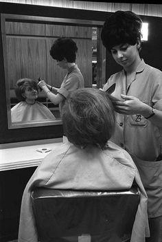 Nylons, Sandy Hair, Blouse Nylon, Beehive Hair, Bald Girl, Hair Setting, Beauty Shop, Big Hair, Vintage Hairstyles