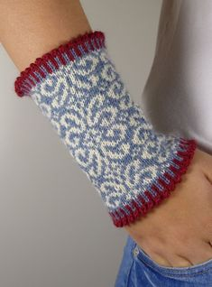 """This decorative wrist warm """"OLIVIA"""" convinces with its great pattern choice . - - This decorative wrist warm """"OLIVIA"""" convinces with its great pattern choice … Mitaines This decorative wrist warm """"OLIVIA"""" convinces with its great pattern choice … Knit Mittens, Knitted Gloves, Knitting Socks, Hand Knitting, Vintage Knitting, Knitting Charts, Knitting Patterns, Crochet Patterns, Stitch Patterns"""
