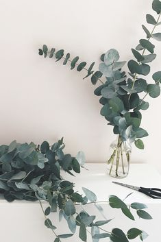 Making eucalyptus bunches! Love that green and blush pink combo ❤️