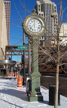High St in Columbus, Ohio. This clock stood in front of The Clock Restaurant. The Clock closed it's door in Cincinnati, Cleveland, Hermanos Wright, Columbus Ohio, Columbus Dispatch, Ohio Buckeyes, The Buckeye State, Ohio River, Ohio State University