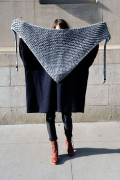 chunky knit triangle scarf - this reminds me of that shawl you knitted Helen! Knitted Shawls, Crochet Shawl, Knit Crochet, Crochet Boots, Crochet Granny, Knitting Projects, Crochet Projects, Knitting Tutorials, Triangle Scarf