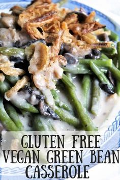 This easy vegan gluten-free green bean casserole recipe is absolutely delicious! - drinks - Green Bean This easy vegan gluten-free green bean casserole recipe is absolutely delicious! Classic Green Bean Casserole, Vegan Green Bean Casserole, Vegan Casserole, Greenbean Casserole Recipe, Casserole Recipes, Paleo Green Beans, Green Bean Recipes, Vegan Thanksgiving, Vegan Christmas