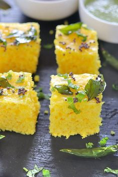 Instant Khaman Dhokla is a steamed cake prepared with chickpea flour and spices. A mouth-watering, nutritious and irresistible Gujarati snack that's actually healthy and vegan! Low Carb Dinner Recipes, Tea Recipes, Breakfast Recipes, Cooking Recipes, Curry Recipes, Breakfast Ideas, Recipies, Snack Recipes, Dessert Recipes