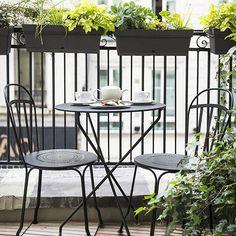 Café para dos ¡buenos días! A ver si hoy lo llevamos mejor porque los últimos acontecimientos me han dejado un poco 'out' y cansada. Ecuador de la semana ¡a trabajar! #morningcoffee #terrace #outdoorliving