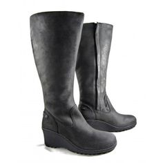 """""""As comfortable as they are stylish, these Keen Akita High Boots almost make me (a warm weather girl) look forward to heading off to a cold weather destination."""" ellenbarone.com #boots #winter #coldweather"""