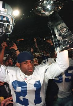 Deion Sanders with the Lombardi Trophy in hand after the Cowboys defeated the Steelers in Super Bowl XXX - Jan. Nfl Dallas Cowboys, Dallas Texas, Pittsburgh Steelers, Dallas Sports, Cowboys Football, Football Team, School Football, Tom Landry, Defensive Back