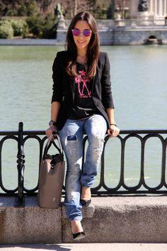 El blog Less is More nos propone este look casual y chic con esta preciosa camiseta de @TRIANA Byc Street Style, Outfits, Chic, Blog, Fashion, T Shirts, Shabby Chic, Moda, Suits